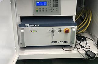 Improve the service life of fiber laser 1000watt 2000 watt cutting machine